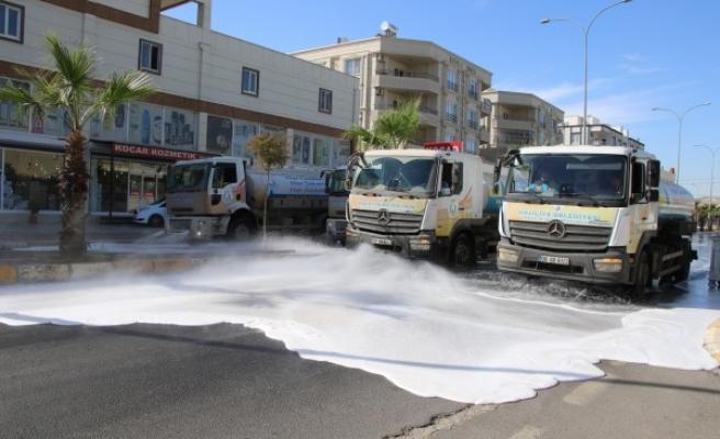Haliliye sokakları köpüklü su ile yıkanmaya devam ediyor