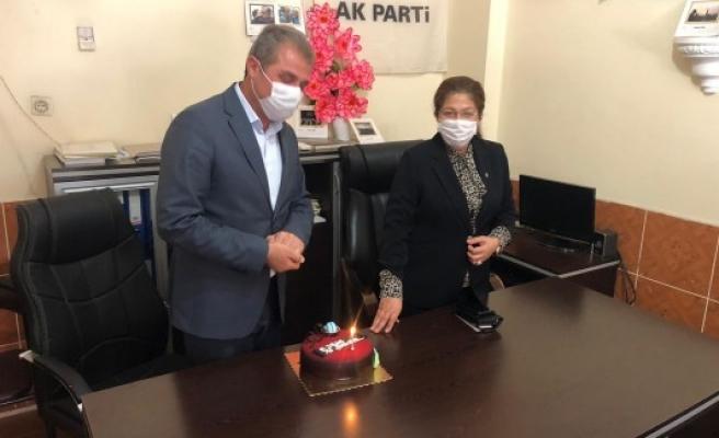 İlçe başkanına MKYK üyesinden doğum günü sürprizi