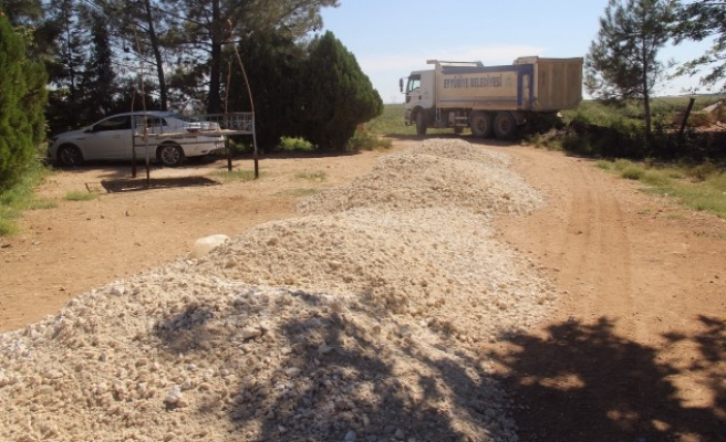 Eyyübiye kırsalında yol yapım çalışmaları sürüyor