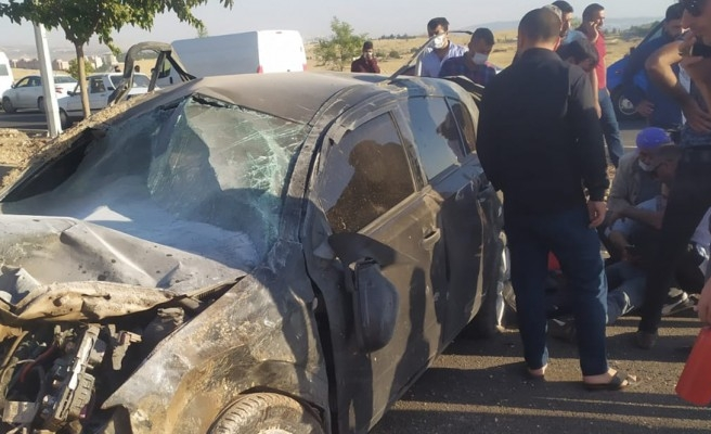 Çevre yolunda kontrolden çıkan araç direğe çarptı: 1 yaralı