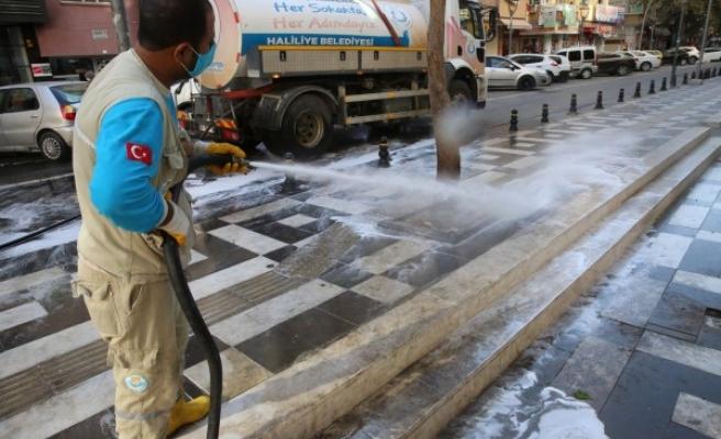 Haliliye'de yıkama ve dezenfekte çalışmaları sürüyor