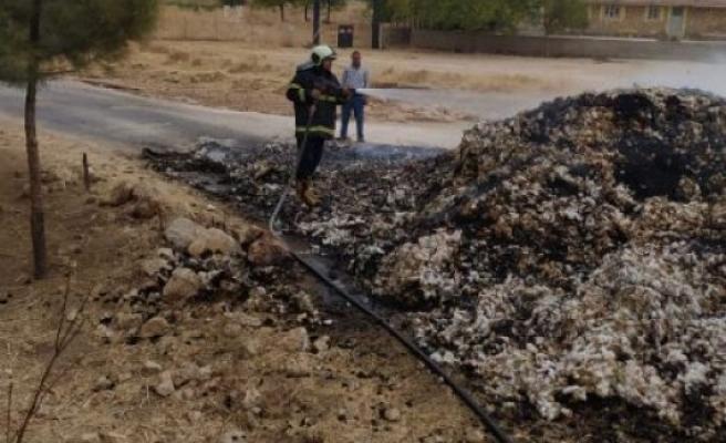 Şanlıurfa'da pamuk yangınına itfaiye müdahale etti