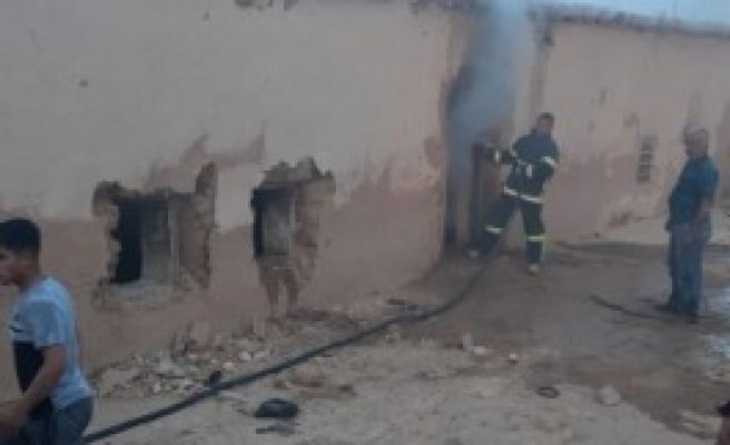 Urfa'da bir kömürlükte yangın çıktı