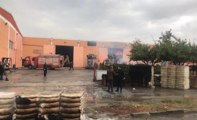 Şanlıurfa OSB'de bir fabrikada yangın çıktı