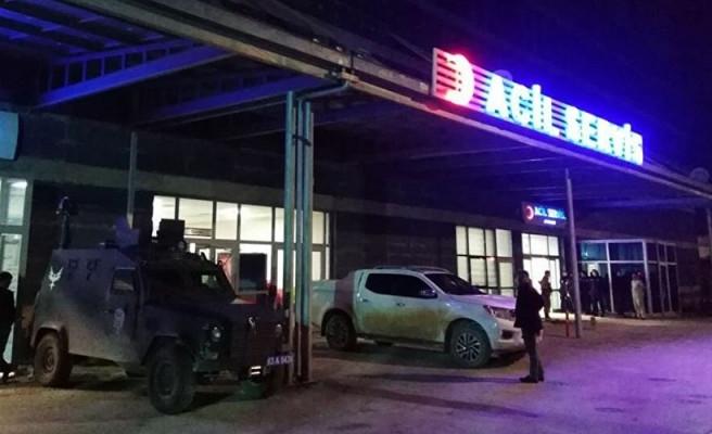 Şanlıurfa'da araç bariyerlere çarptı: 4 yaralı