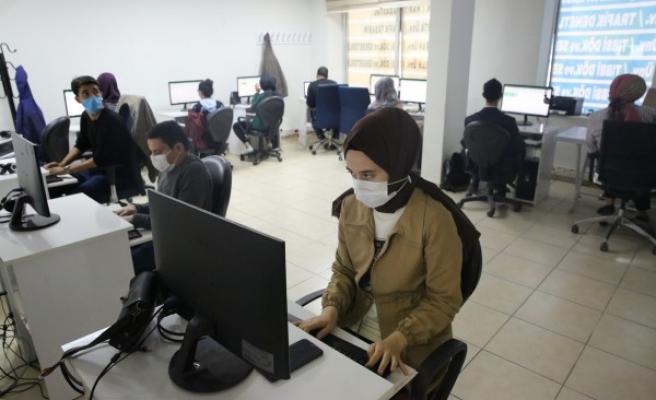 Haliliye'de korona tedbirli bilgisayar kursu açıldı