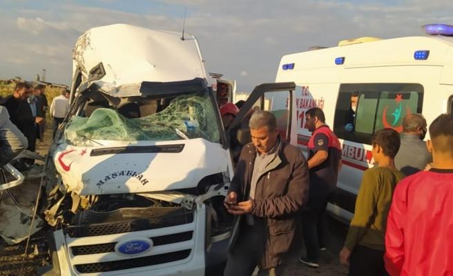 Şanlıurfa'da feci kaza: 1 ölü-8 yaralı