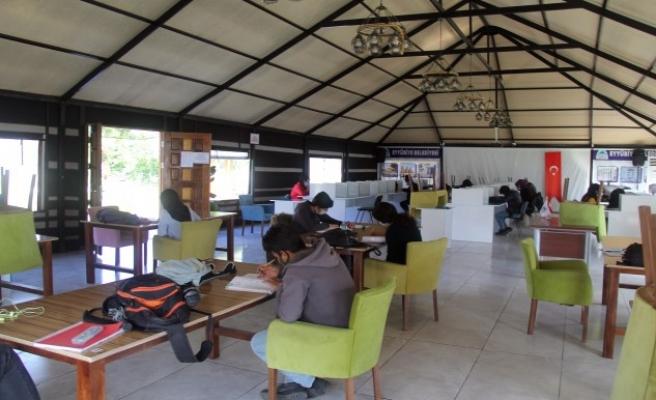 Öğrenciler Kitap Otağında sınavlara hazırlanıyor
