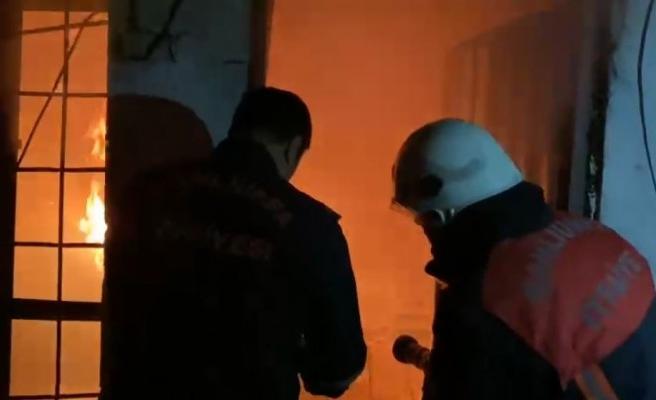 Şanlıurfa'da bir ev alev alev yandı