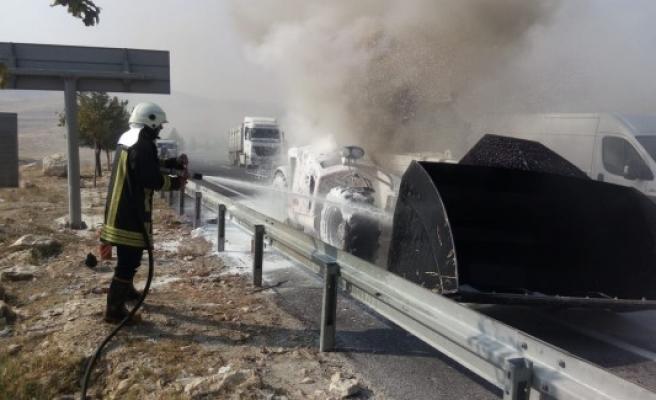 Şanlıurfa'da iş makinesi yandı
