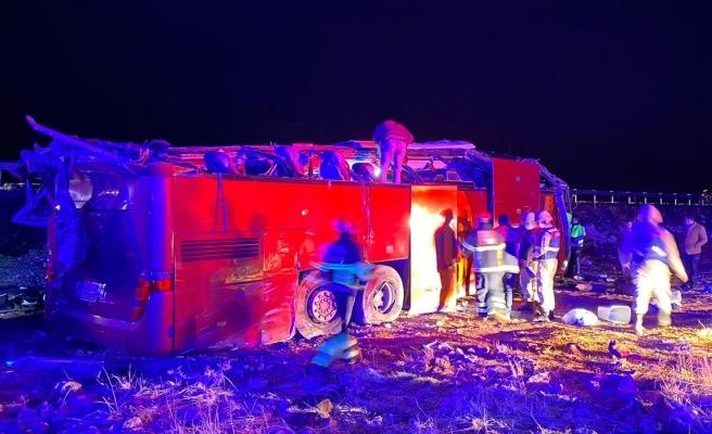 Şanlıurfa-Mardin yolunda yolcu otobüsü devrildi: 32 yaralı