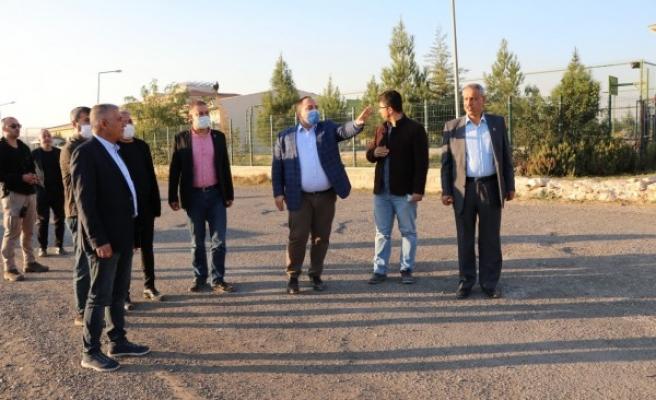 Urfa'nın ilçesinde bozuk yolların onarımı için çalışmalar başladı