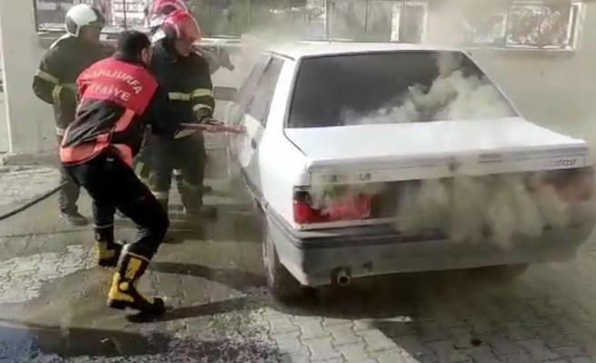 Urfa'da park halindeki otomobil yandı