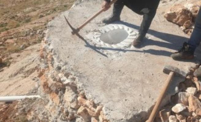 Şanlıurfa'da sit alanına inşa edilen tuvalet yıkıldı