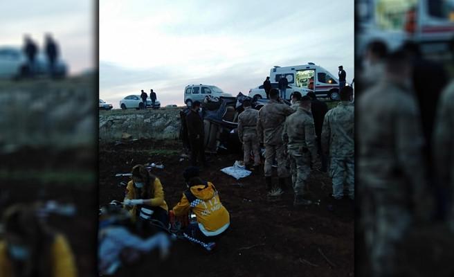 Urfa'da araç refüje çarpıp takla attı: 1 ölü 1 yaralı