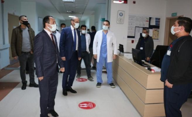 Yalçınkaya ve Sağlık Müdürü Erkuş, sağlıkçıları ziyaret etti