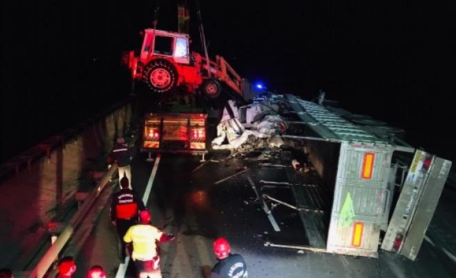 Urfa-Mardin yolunda kaza: Yaralı sürücü kurtarıldı