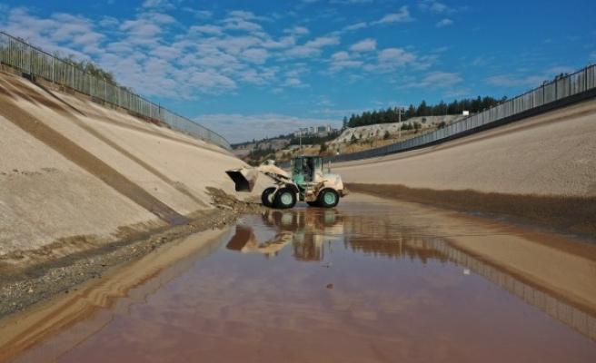 Şanlıurfa'daki kanallarda temizlik yapıldı