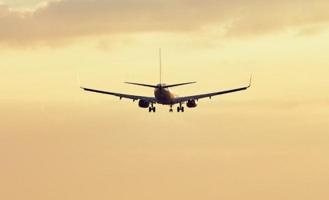 Uçakta sigara içen yolcuya ceza kesildi