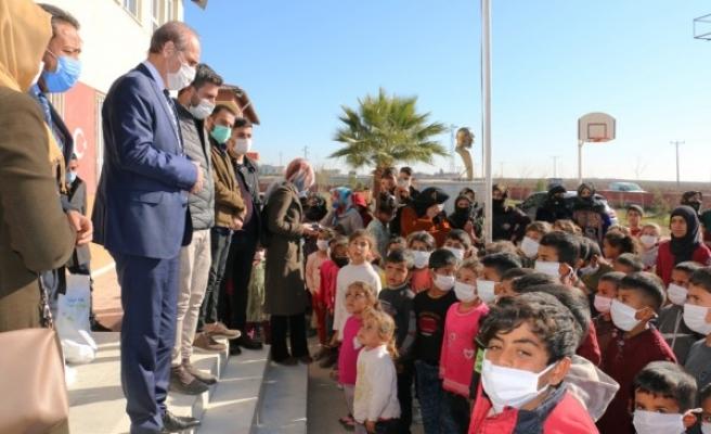 Akçakale'de 400 öğrenciye yardım! Başkan