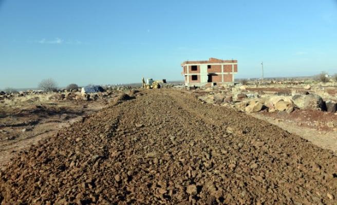 Siverek'te yeni yerleşim yerlerinde yol çalışmaları sürüyor