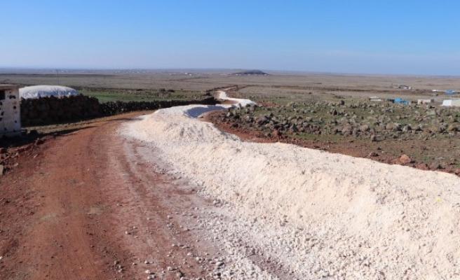 Viranşehir kırsalında yol çalışmaları sürüyor