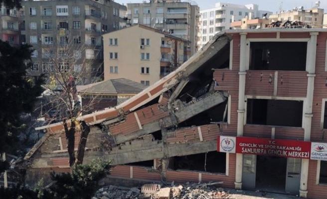 Bahçelievler'deki gençlik merkezi yıkıldı