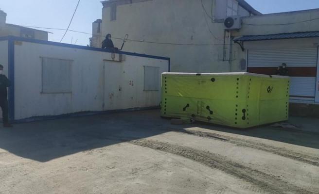Urfa'da bir kadın konteynerin üzerine çıkarak eylem yaptı