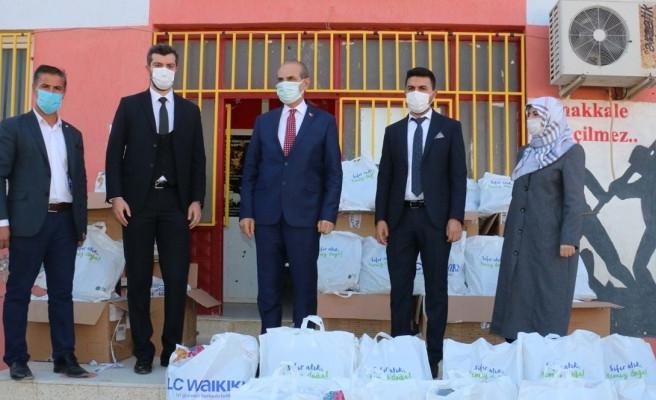 Urfa'nın ilçesinde öğrencilere yardım