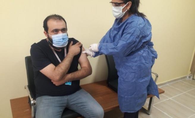 Şanlıurfa'da ilk korona aşısı yapıldı!
