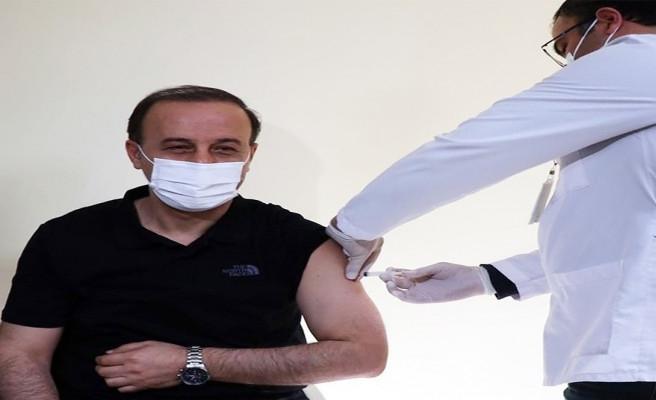 Vali Erin koronavirüs aşısı oldu