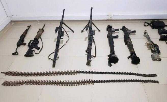 Gara'da çok sayıda silah ve mühimmat ele geçirildi