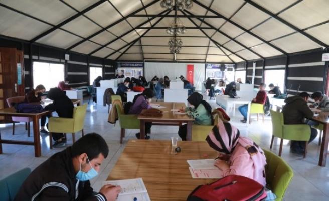 Eyyübiye'de gençlere ücretsiz deneme sınavı yapıldı