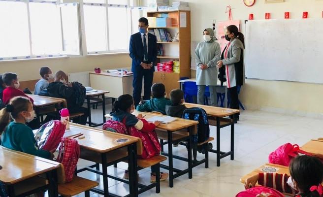 MKYK Üyesi Polat'tan köy okuluna ziyaret