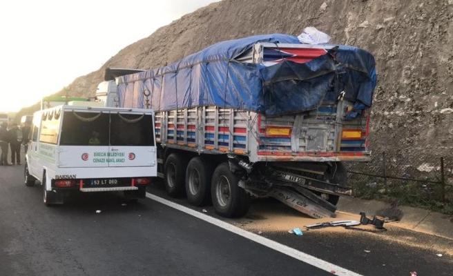 Şanlıurfa'da otobüs Tır'a çarptı: 3 ölü, 37 yaralı