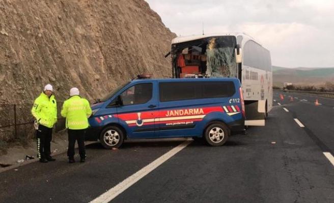 Şanlıurfa'da otobüs Tır'a çarptı: 3 ölü, 35 yaralı (EK)
