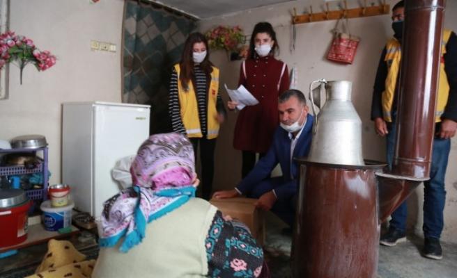 Eyyübiye'de muhtaç ailelere yardımlar sürüyor