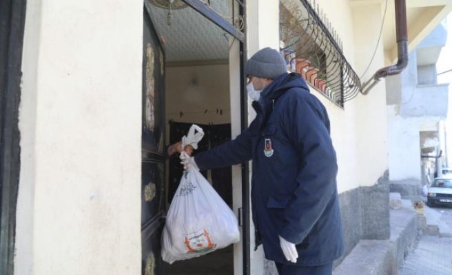 Büyükşehir, kısıtlamada yardımlarını sürdürüyor
