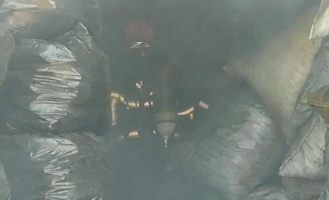 Şanlıurfa'da kömür deposunda yangın: 1 zehirlenme