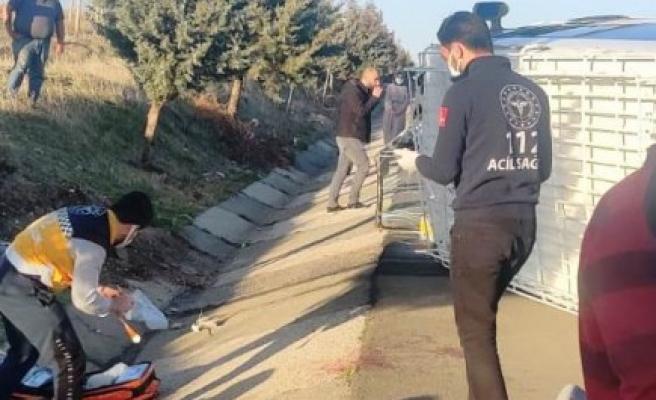 Şanlıurfa'da tarım işçileri taşıyan minibüs devrildi: 15 yaralı (EK)