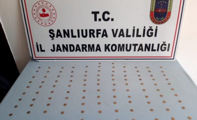 Viranşehir'de dönemine 110 altın sikke ele geçirildi