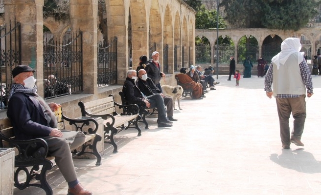 Şanlıurfa'da 65 yaş ve üstü vatandaşlar tekrar sokağa çıktı