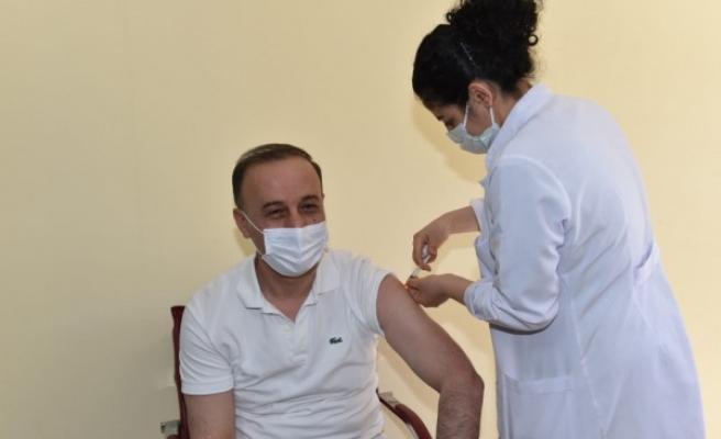 Vali Erin  2'nci doz aşısını yaptırdı