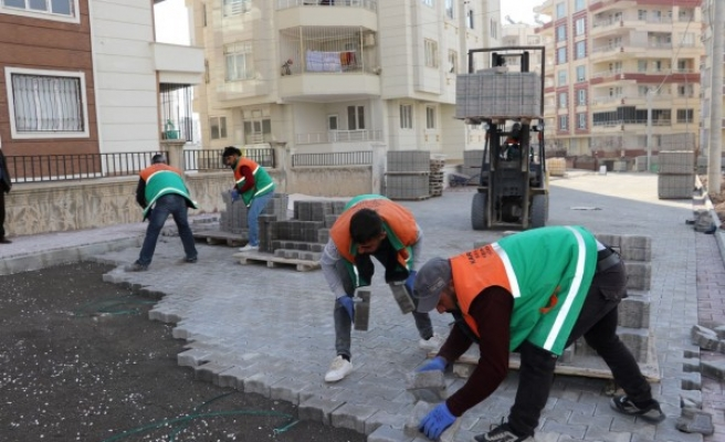 Karaköprü'de yeni açılan yollar kilitli parke taşıyla döşeniyor