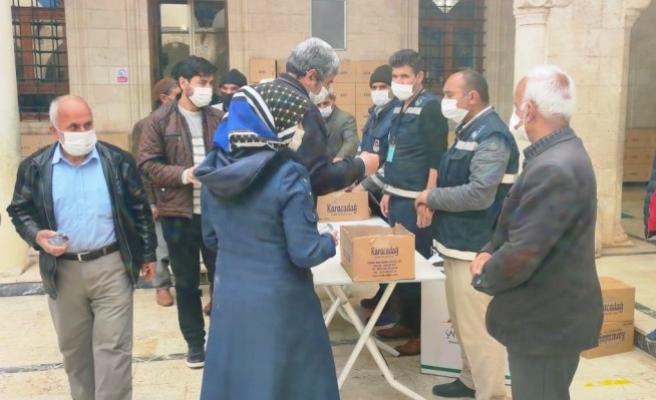 Şanlıurfa'da vatandaşlara hurma ikram edildi