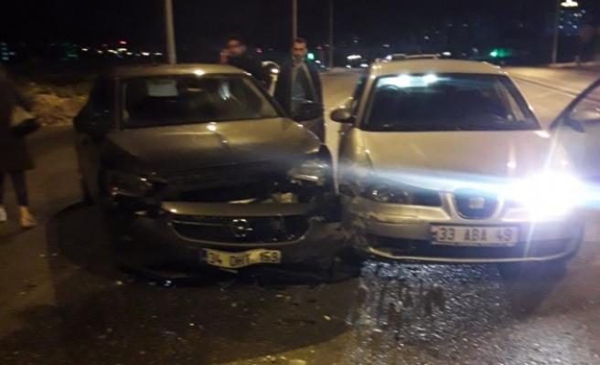 Haliliye'de 2 otomobil çarpıştı: 2 yaralı