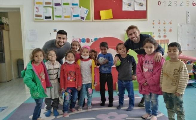 Şanlıurfasporlu oyuncular öğrencileri ziyaret etti