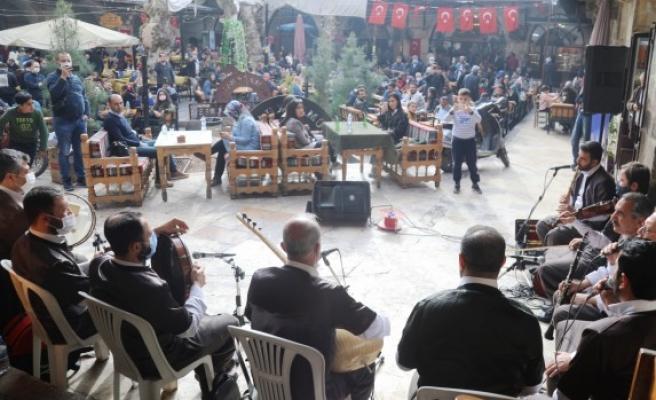 Büyükşehir'den tarihi Gümrükhan'da müzik ziyafeti