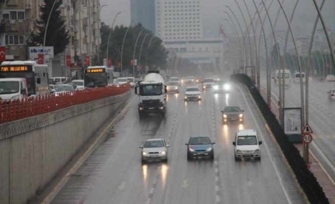Şanlıurfa'da yağmur gün boyu etkisini sürdürdü