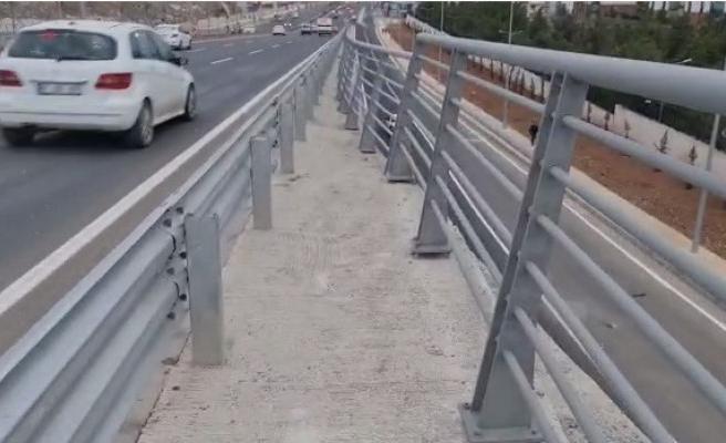 Karaköprü Köprülü Kavşağı'nda yaya geçidi çıkmazı